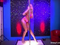 Britney Amber Streifen & fickt