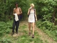 Kaviar Schweine Lucie Im Wald - Szene 01