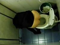 Después de la fiesta en baño público