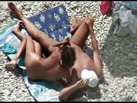 Amazing handjob at the beach