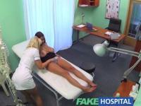 FakeHospital gros seins belle patient a ses gros seins huilés et examinés par l'infirmière nympho