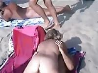 Sex dans la plage de nudistes