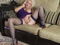 Geile Blondine Milf hat Telefonsex Fingern und ihre Muschi spielte