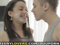 Teeny Lovers - Teeny abgedeckt, in Mehl und Sperma