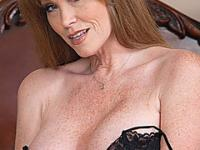Seductive mature cougar deserves hard titty fuck and facial