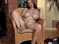 Desiree Deluca oben ohne zu sprechen