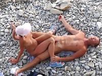 Paar gefickt in verschiedenen Positionen und er Sperma auf Ihr Schambein