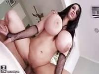 Amy Anderssen knows how to fulfill a man