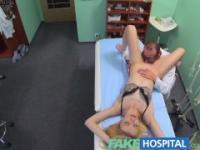 FakeHospital Ärzte oral Massage gibt dünn Blondine ihren ersten Orgasmus