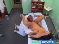 FakeHospital Arzt legt sexuell Patienten Ängste zur Ruhe, die ihre Titten sind