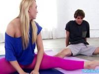 Pornstar babe getting rimjob by her yoga classmate