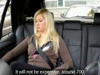 Mollig blond ficken gefälschte Taxi in der Öffentlichkeit
