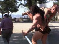 Conan folla a su esclavo sumiso