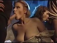 Rons wilde Orgie auf der Burg