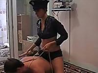 Versaute Amateur Schlampe dominiert und fickt ihre Freundin