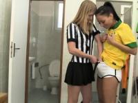 Brasilianische Spieler den Schiedsrichter zu nageln