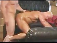 Older bodybuilder gets fucked by young jock