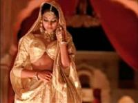indian actress bipasha basu showing tit: