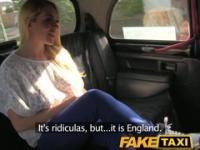 FakeTaxi rot-heiße Blondine mit krachend Körper auf dem Taxi Motorhaube