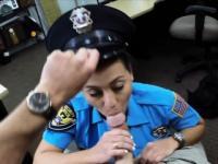 Massive Titten Polizist ficken mit Pawnkeeper