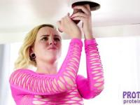 Blonde charming hot masseur Miley May suck her stepdad balls and gives him annawesome milking