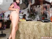 Twerking ebony teen tragando semen después de sexo