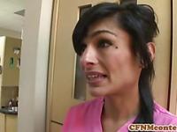 Enfermera de CFNM Persia Pele obtiene una facial