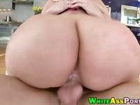 Huge bum bitch Julie Cash pounded good