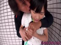 Kleine japanische Babe schluckt Sperma