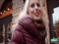Rubia cachonda Lynna obtiene su coño follada duro por un desconocido