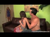 Horny Babysitter Teen Gets Gangbanged par Couple libertin!