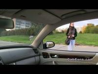 Étudiant tchèque donne pipe dans le faux taxi pour de l'argent