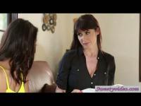 Janice apprend le Français en mangeant la chatte d'Eva