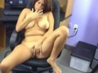 Horny slut is sitting in her boss' chair and fucks her pussy with dildo