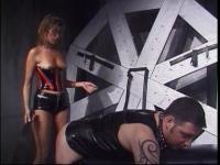 Geck genießt hardcore BDSM Ausgeflippt breiten