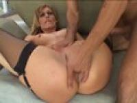 MILF mistress enjoys having her shaved cunt finger and tongue fucked