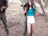 Taylor Reed intenta saltar una frontera pero obtiene n cogida follada