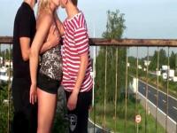 ÖFFENTLICHEN Gangbang Orgie in Autobahn-Überführung
