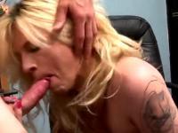Tranny swallowing spunk