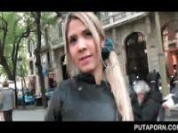 Wunderschöne Blondine Streifen und flaunts sexy Arsch