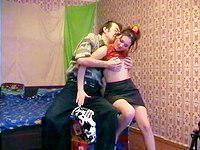 Russische Teen mit kleinen Titten wird gefickt