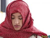 Muslimische Kind ruft massiert
