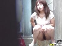 Asian ho pissin in street