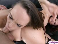 India Summer and Teal Conrad share a cock