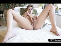 Peachy pussy vibing scene with naked sexy girl