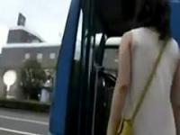 Asiática tetona follada en público 1