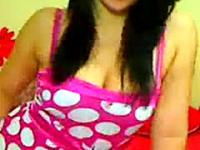 Enge rosa Muschi bekam einen riesigen Dildo