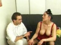 Double penetrating a mature French BBW