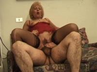 Mature Italian whore gives the best of her