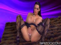 Amy Anderssen and her massive tits in the cadre